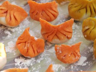 彩色饺子(宝宝辅食),饺子收口也要捏紧,防止下锅开口