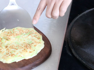 西葫芦鸡蛋饼,美味喷香西葫芦鸡蛋饼就做好了