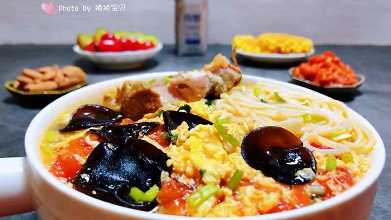 鸡蛋西红柿打卤面,早餐就是应该这样吃的很开心很满足