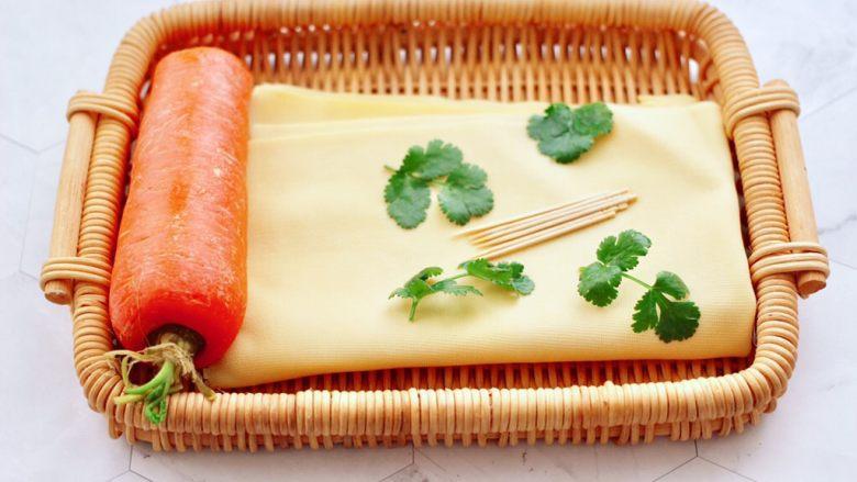 凉拌菊花豆皮,首先备齐所有的食材。