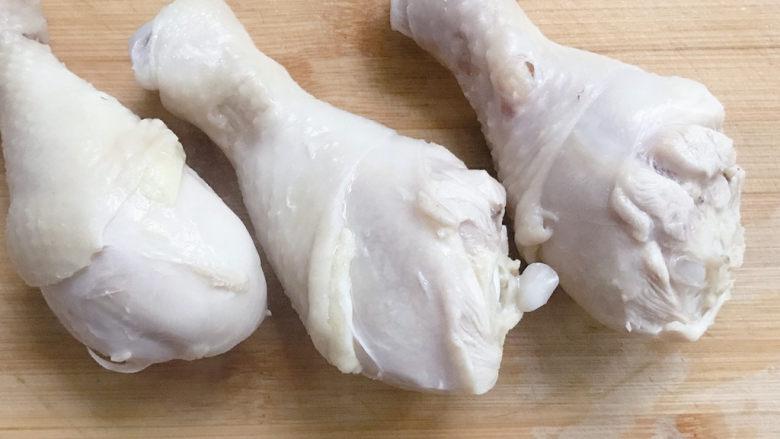木耳炖鸡腿,捞出