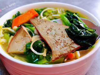 猪肝菠菜汤,猪肝的营养价值非常丰富经常食用对身体有益处