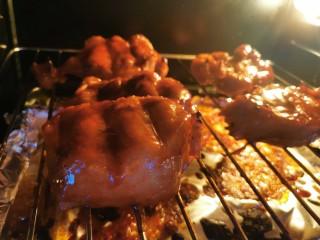 蜜汁叉烧肉(烤箱版),继续烤20分钟