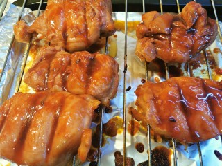 蜜汁叉烧肉(烤箱版),翻面继续烤20分钟左右