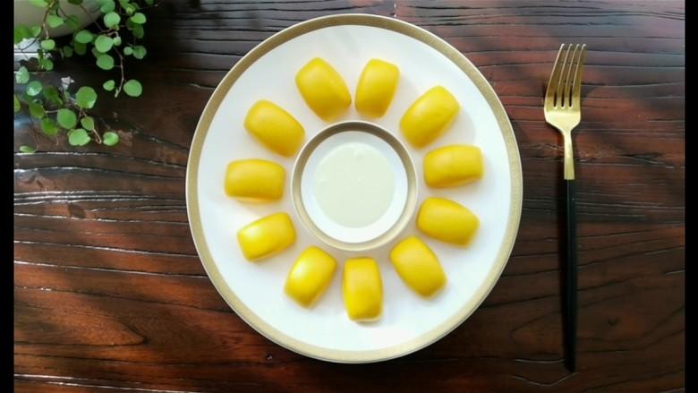黄金小馒头,蘸炼乳最甜蜜。