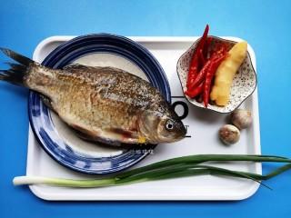 剁椒鲫鱼,准备食材。