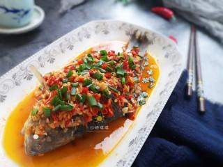 剁椒鲫鱼,酸辣入味的剁椒鲫鱼就做好啦!