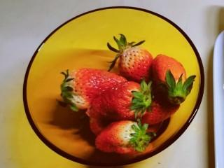 草莓山药,草莓清洗干净