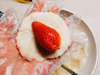 草莓山药,放入一颗草莓
