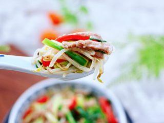 韭菜炒豆芽,清爽鮮美又不油膩,關鍵是下飯又下酒喲,搭配米飯和面條都不錯。
