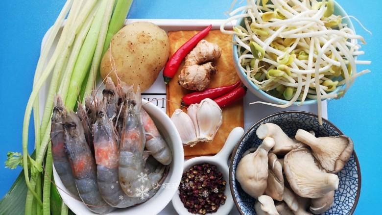 麻辣干锅虾,准备食材。