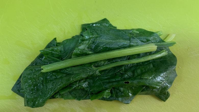 菠菜瘦肉肠(宝宝辅食),取适量菠菜