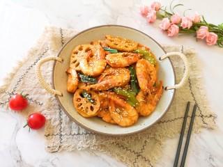 麻辣干锅虾,麻辣鲜香的干锅虾。