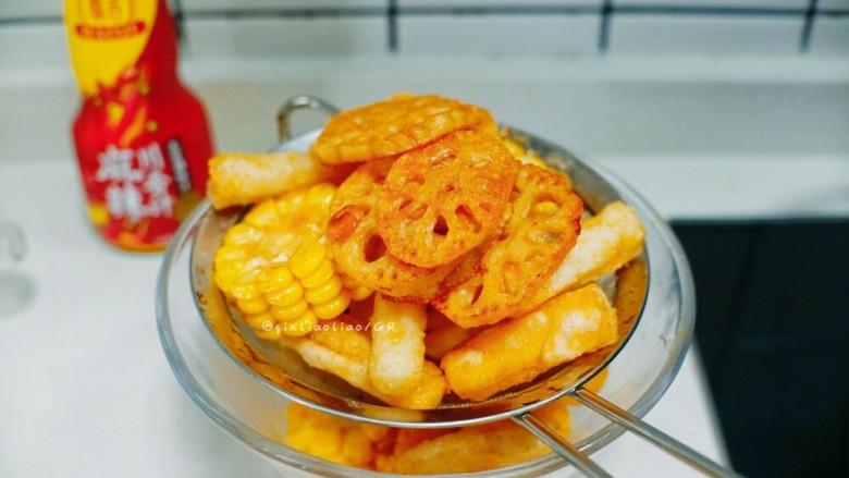 麻辣干锅虾,捞起沥干油备用