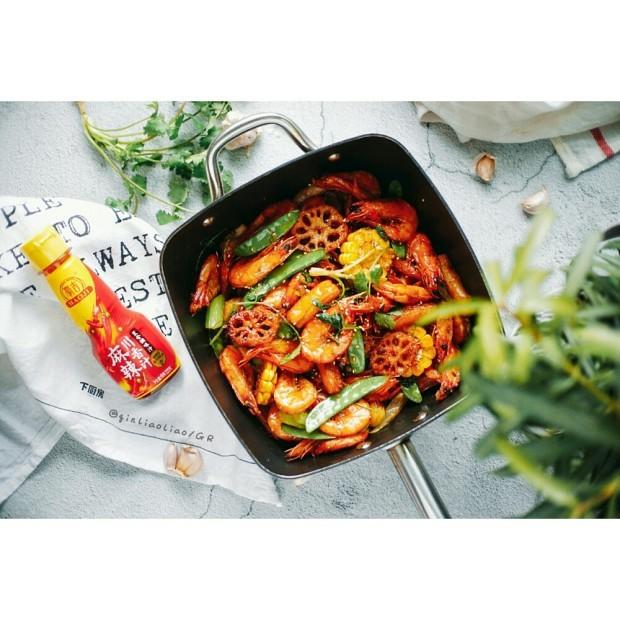 麻辣干锅虾,可以放在电磁炉上边热边吃,好吃到爆