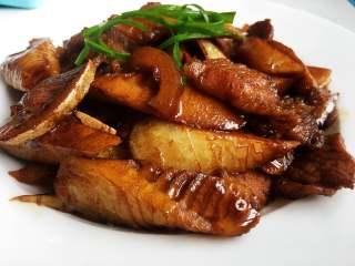 春筍炒肉,上桌品嘗吧,鮮香脆嫩,超級下飯。
