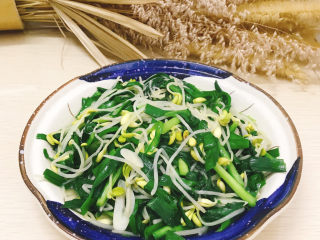 韭菜炒豆芽,出鍋裝盤