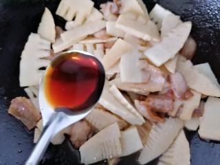 春笋炒肉,加入两勺生抽
