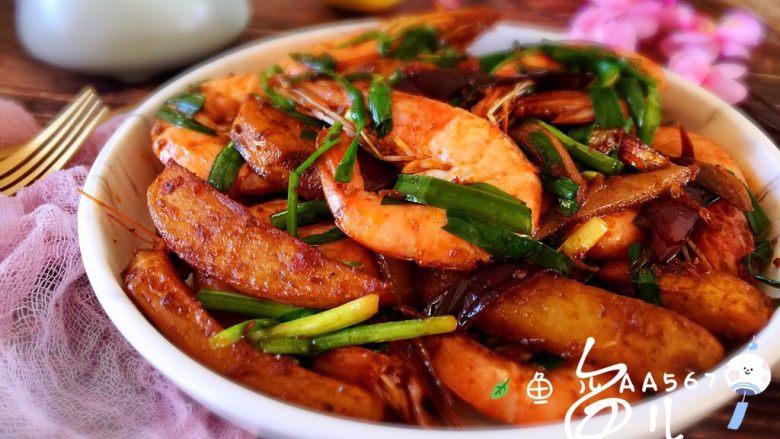 麻辣干锅虾,装盘食用