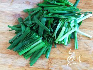 麻辣干锅虾,韭菜切段