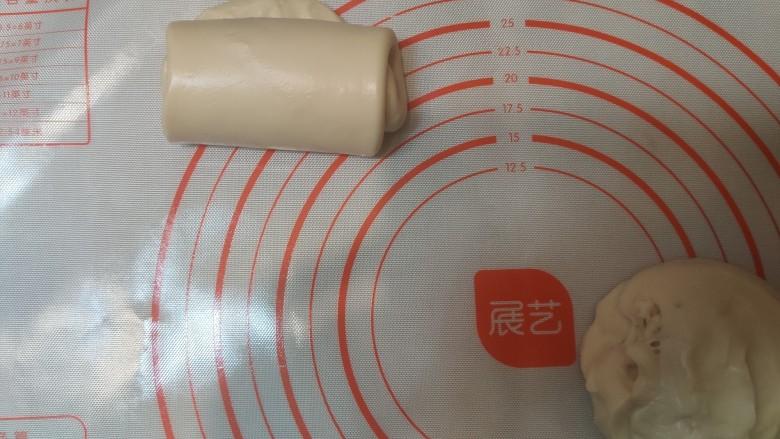 超级柔软的北海道土司(中种法),卷起来,放入土司模具