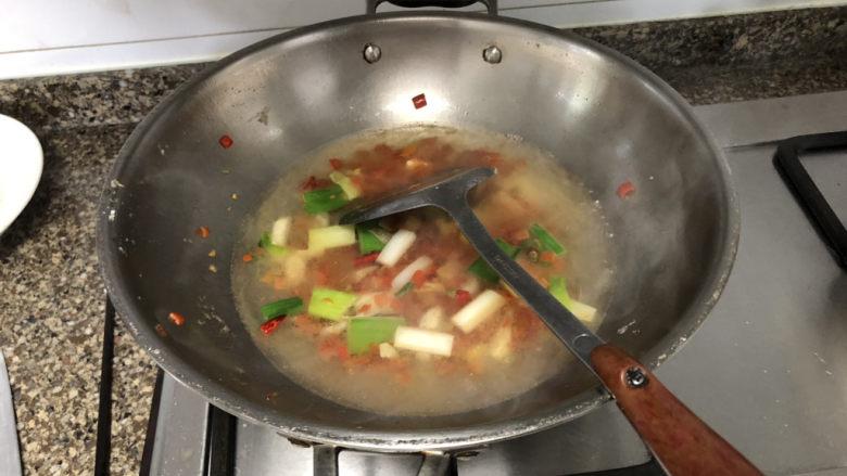 剁椒鲫鱼➕可爱深红爱浅红,加入适量热水