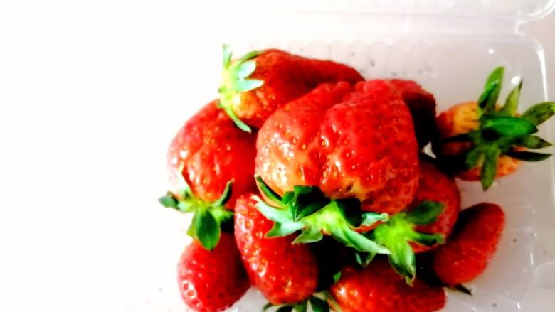 草莓山药,准备草莓。