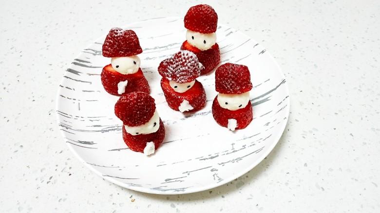 草莓山药,均匀撒上糖粉点缀