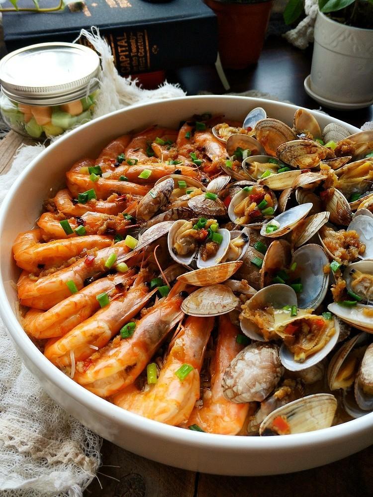 蒜蓉蒸大虾,不管是家常还是宴客都拿得出手