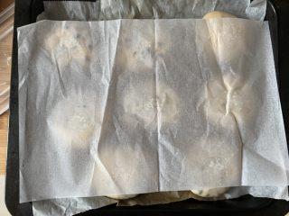 红豆饼,盖油纸盖烤盘