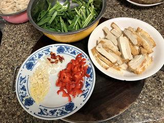 韭菜炒豆腐➕千里莺啼绿映红,全部食材准备好