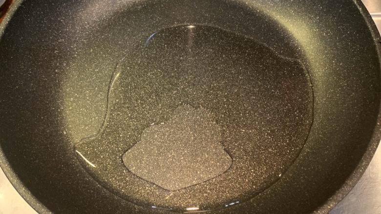 春笋炒腊肉,冷锅热油