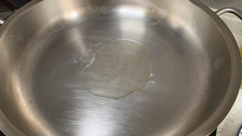 蚝油油麦菜,热锅热油,蒜蓉炒香