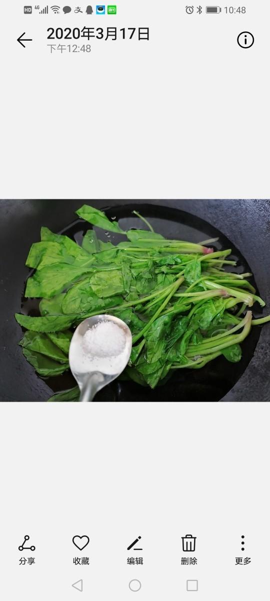凉拌菠菜粉丝,加入少许盐去除菠菜的草酸