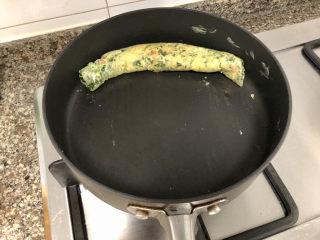 菠菜蛋卷➕绿柳才黄半未匀,推到锅边