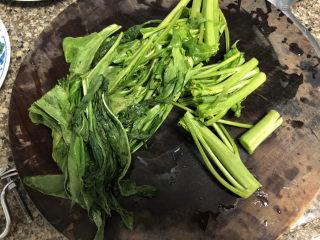 菠菜蛋卷➕绿柳才黄半未匀,菠菜洗净切段