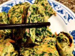 菠菜蛋卷➕绿柳才黄半未匀,这道菠菜蛋卷,做法简单,蛋卷软嫩厚实,很有口感,带着菠菜的清香,营养更丰富。喜欢的小伙伴们,一起来试试吧😄