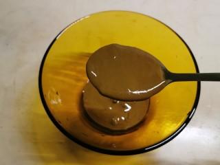 麻酱油麦菜,取一小碗 放入芝麻酱