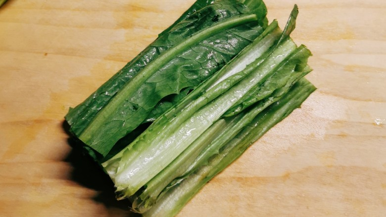 麻酱油麦菜,油麦菜切大段