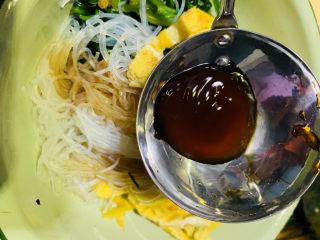凉拌菠菜粉丝,加1勺蚝油;