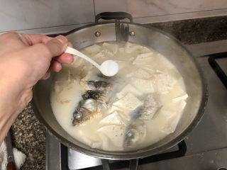 奶白鲫鱼豆腐汤➕朝看白水暮青山,根据个人口味添加适量食盐调味