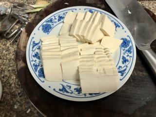 奶白鲫鱼豆腐汤➕朝看白水暮青山,嫩豆腐切快