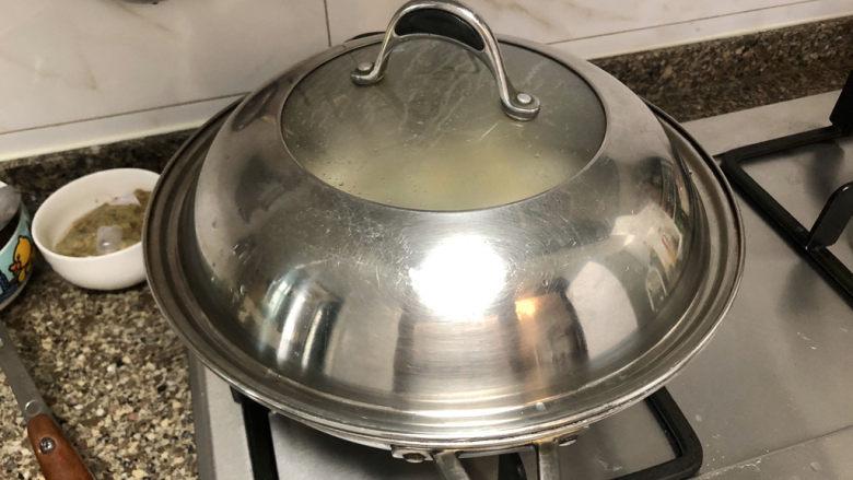 奶白鲫鱼豆腐汤➕朝看白水暮青山,转中火,炖15分钟