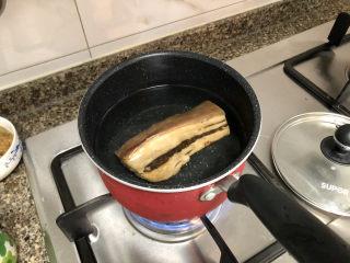 春笋炒腊肉➕好竹连山觉笋香,腊肉冷水下锅,