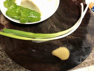 春笋炒腊肉➕好竹连山觉笋香,姜葱洗净