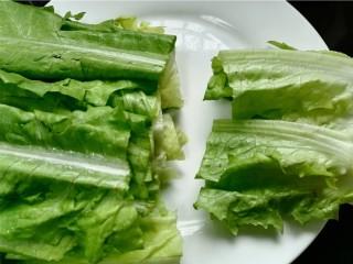 蚝油油麦菜,将油麦菜根部老的部位切除