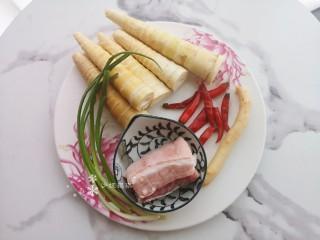 泡椒春笋,准备食材。