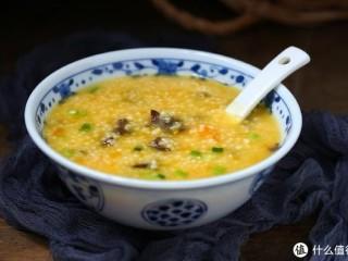 小米南瓜海参粥,虽贵尤为好,一道美味营养又滋补的小米南瓜海参粥就做好了,有条件的最好每天都吃,滋补效果比较明显。