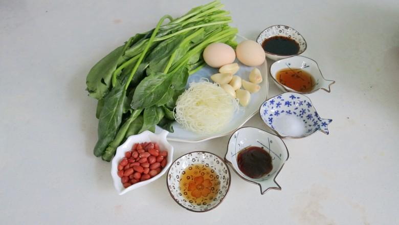 凉拌菠菜粉丝,准备好食材