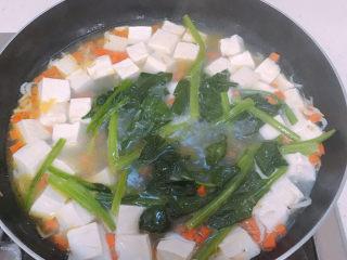 菠菜豆腐汤,下菠菜再煮一分钟